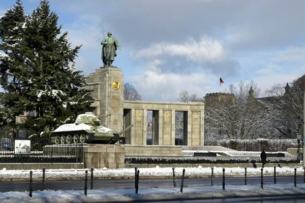 BERLIN. Sowjetisches Ehrenmal.